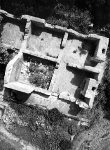 Vertical kite photograph of the Harbour Master's Cottage, Port Willunga, SA (published in Australian Archaeology 59:52).